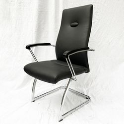 Ghế phòng họp chân quỳ nệm simili màu đen HDMFA011